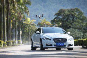 El Jaguar XJ se enfrenta a un dron - PUNTA TACÓN TV