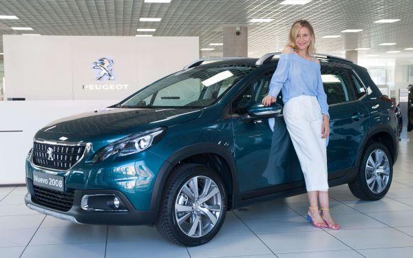 María León con su nuevo Peugeot 2008 - PUNTA TACÓN TV