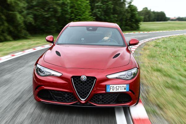 Alfa Romeo Giulia Quadrifoglio transmisión automática - PUNTA TACÓN TV