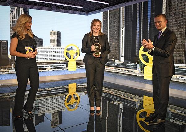"""""""Volante de Oro 2016"""" para la CEO de GM Mary Barra - PUNTA TACÓN TV"""