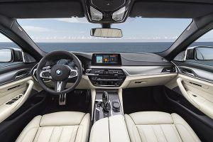 BMW M550i xDrive interior - PUNTA TACÓN TV