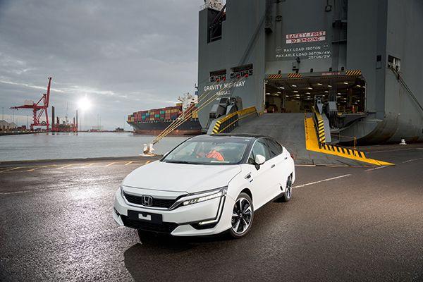 Llegada del primer Honda Clarity Fuel Cell a Europa - PUNTA TACÓN TVLlegada del primer Honda Clarity Fuel Cell a Europa - PUNTA TACÓN TV