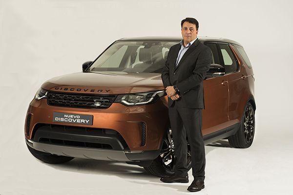 Luis Antonio Ruiz Presidente y Consejero Delegado de Land Rover junto al nuevo Discovery - PUNTA TACÓN TV