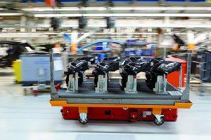 2000 robots ensamblan más de 3000 piezas por coche - PUNTA TACÓN TV