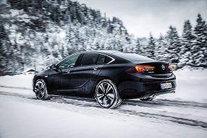 Nuevo Opel Insignia tracción total, trasera - PUNTA TACÓN TV