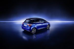 Nuevo Toyota Yaris trasera - PUNTA TACÓN TV