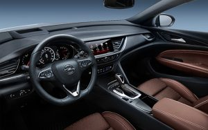 Opel Insignia Country Tourer interior - PUNTA TACÓN TV