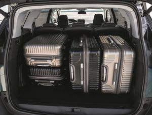 Gran capacidad maletero Peugeot 5008 - PUNTA TACÓN TV