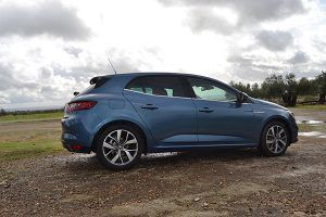 Nuevo Renault Mégane Bose lateral - PUNTA TACÓN TV