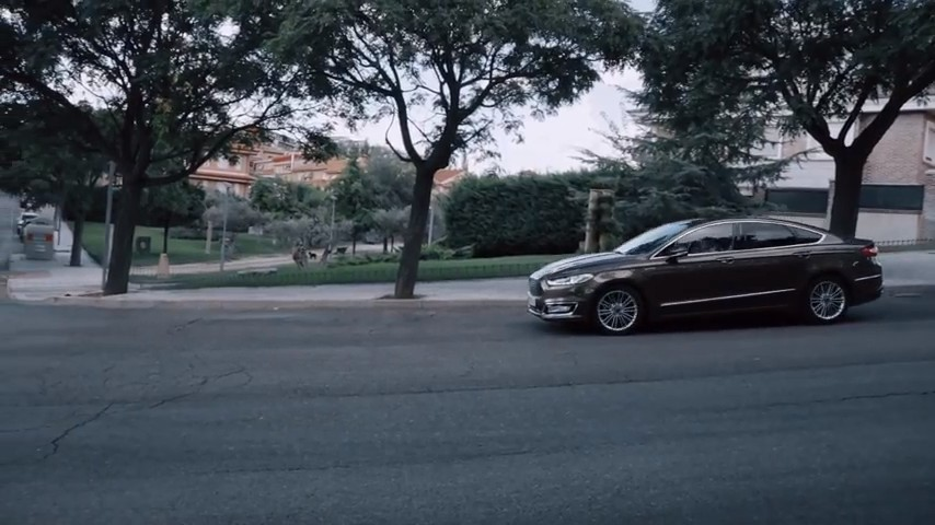 Ford Mondeo Vignale Hybrid - PUNTA TACON