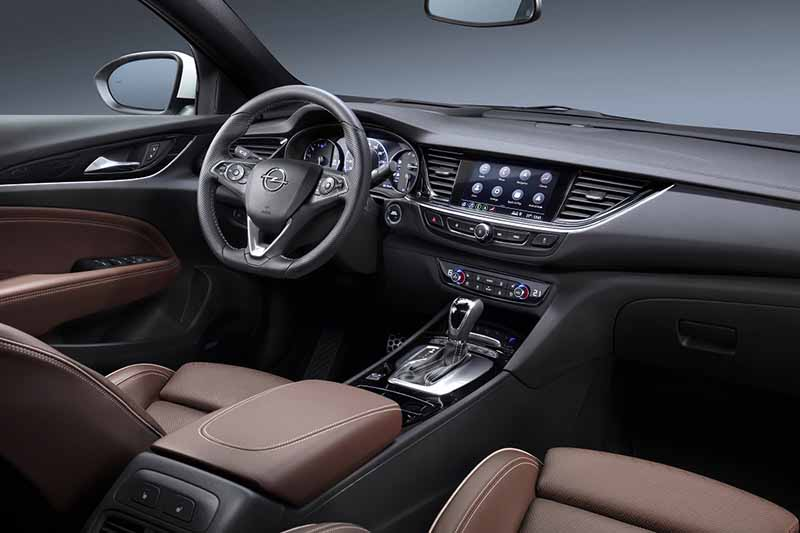 Interior Opel Insignia - PUNTA TACÓN TV